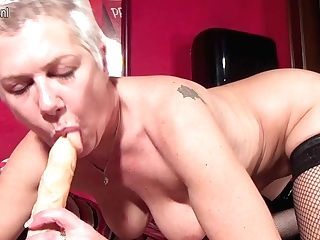 Squirting Matures Mega-bitch Playing With Herself - Maturenl