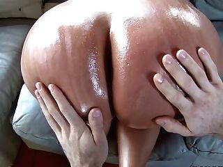 Total Bodied Colombian Stunner Fumbles Her Big Round Booty With Oil