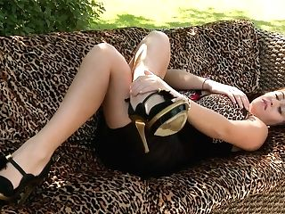Leanne Crow Buxom Stunner Has Sweet Toes