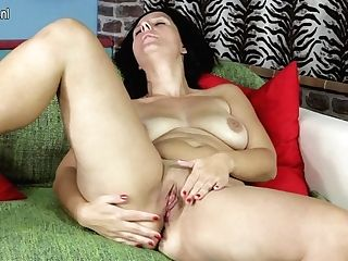 Insane Housewife Getting Herself Raw And Wild - Maturenl