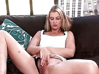 Brooklyn Moore Squirts All Over That Equipment